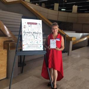 AMM presentando libro Grandes Mujeres junio2017 cecut
